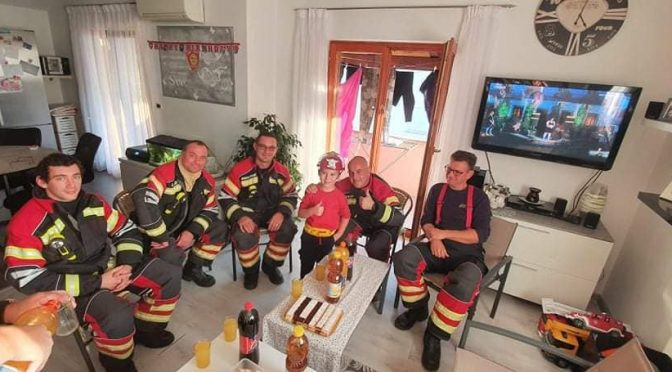Dječaku iz Umaga na rođendan stigla cijela vatrogasna smjena 🎂🎊